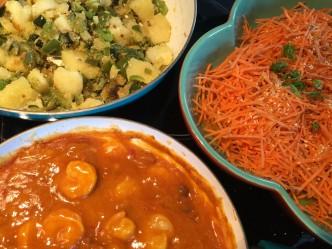 aardappels met paprika en kokos op het bord